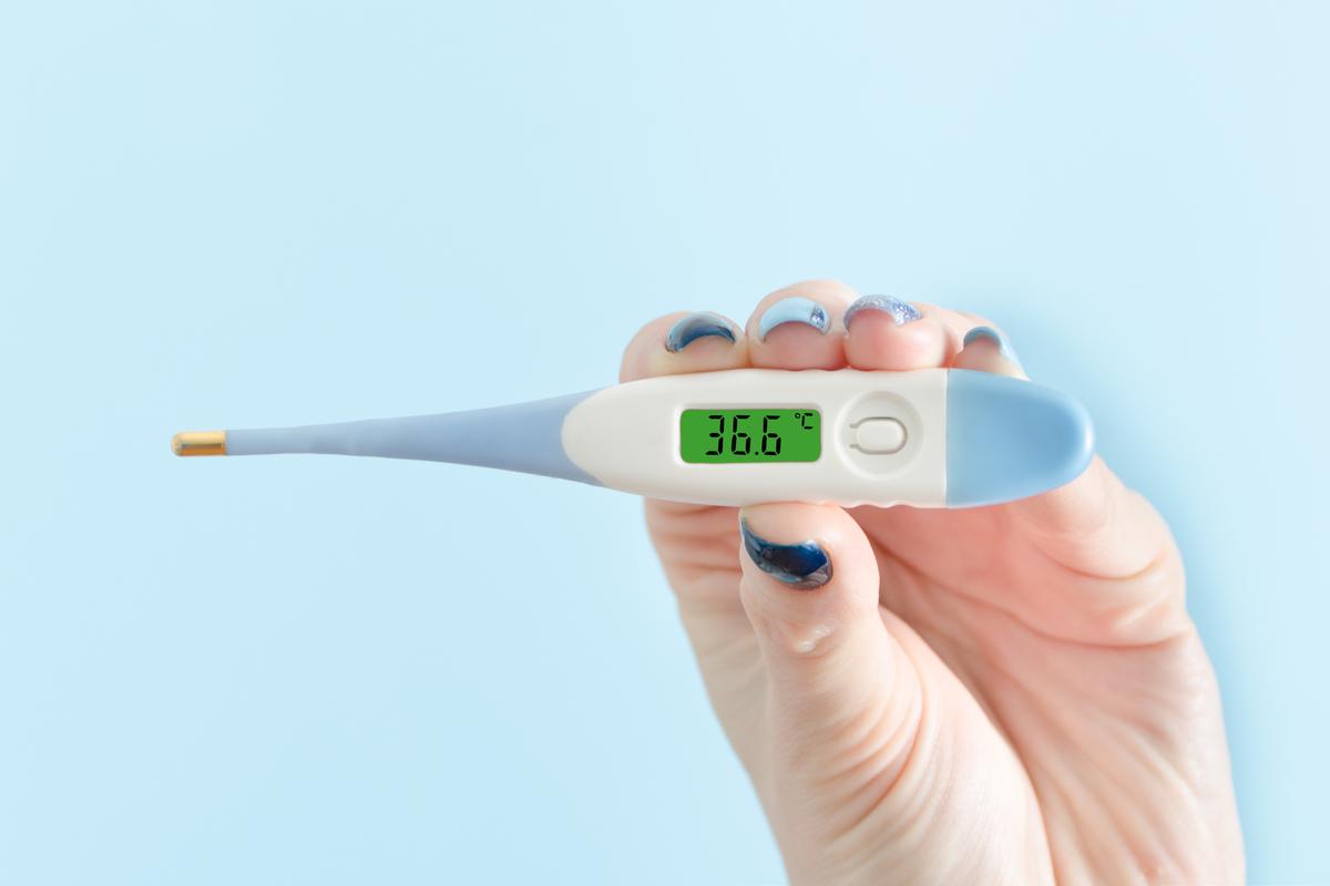 測る おでこ 体温計 で