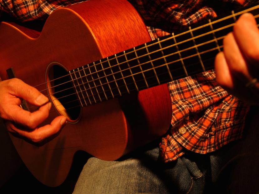 初心者 おすすめ アコギ 【コスパ最強】ギター好きが選ぶ、初心者におすすめの定番アコギランキング、トップ16【予算1〜5万円特集】