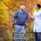 介護歩行器のおすすめ14選|高齢者やリハビリ用に! 歩行を補助する四輪歩行器もご紹介!